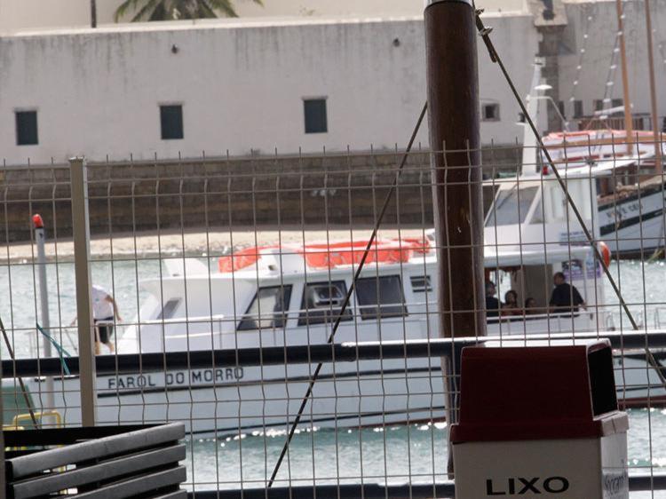 Catamarã foi escoltado por lanchas da Capitania dos Portos - Foto: Margarida Neide | Ag. A TARDE | 11.09.2017