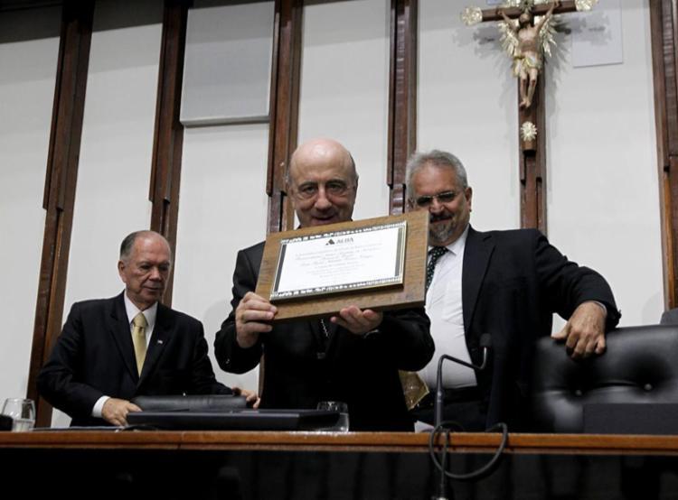 Dom Murilo comentou que a homenagem o empenha a fazer ainda mais pela Bahia - Foto: Alberto Coutinho   GOV-BA