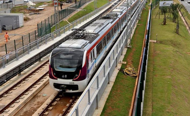 A interdição é para instalar um trecho da passarela de acesso ao metrô - Foto: Camila Souza | Divulgação | GOVBA