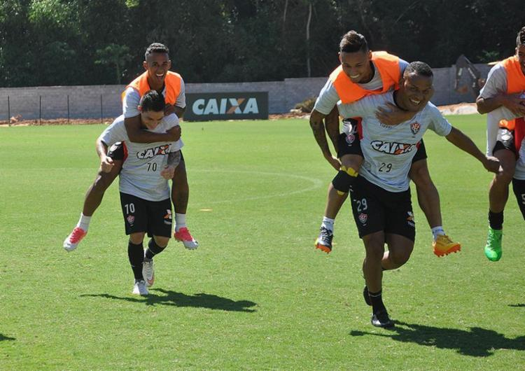 Descontração tem dado o tom nos treinamentos do Rubro-Negro - Foto: Maurícia da Matta l EC Vitória