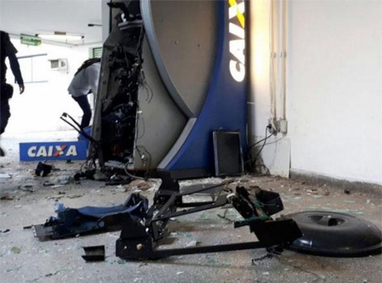 Bandidos arrombaram o prédio da secretaria para explodir caixa eletrônico - Foto: Ed Santos | Reprodução | Acorda Cidade