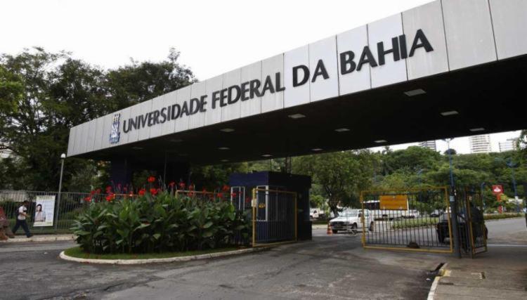 UFBA divulga edital com 64 vagas para professor