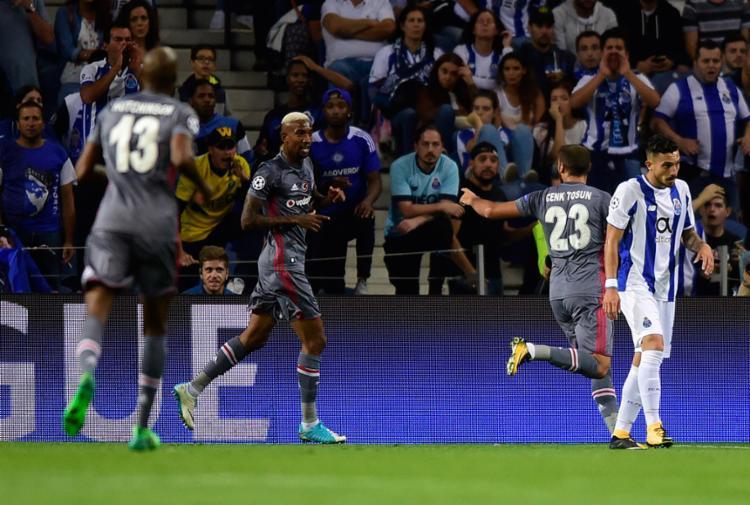 Talisca marcou de cabeça e abriu o placar para o time turco - Foto: Miguel Riopa | AFP