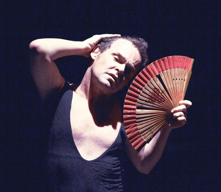 Espetáculo é uma homenagem que o ator faz para a mãe, a poetisa Maria Cecília - Foto: Divulgação | Leo Aversa