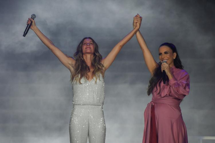 Ao lado de Ivete Sangalo, a modelo fez parte da cerimônia de abertura - Foto: Apu Gomes | AFP