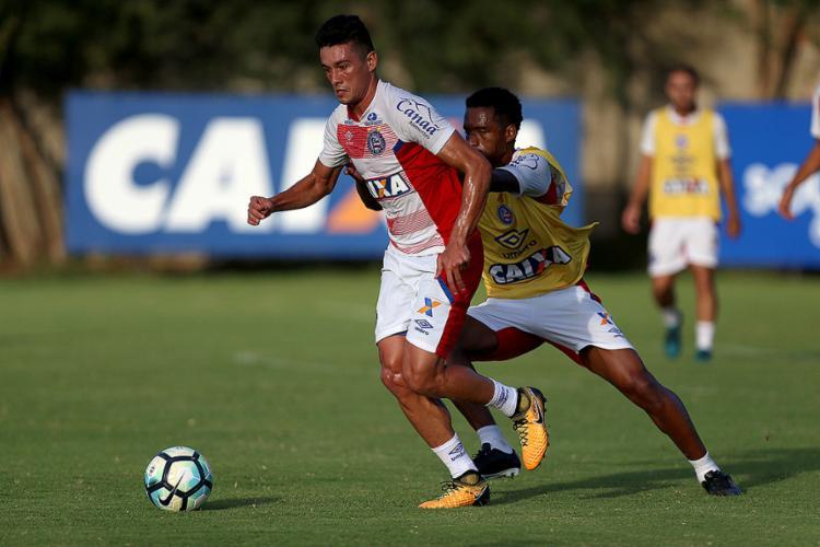 Caso Renê Jr. não jogue, o substituto deve ser o volante Juninho, que treinou entre os titulares - Foto: Felipe Oliveira l EC Bahia