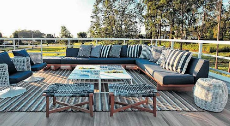 As cores azul e branco predominam nos móveis da Tidelli que compõem esta decoração - Foto: Tidelli   Divulgação