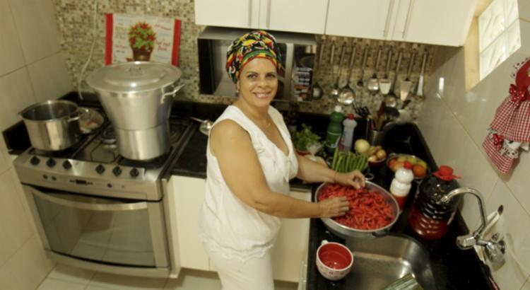 Gel recebe vizinhos para saborearem seus quitutes - Foto: Luciano da Matta | Ag. A TARDE | 14.09.2017