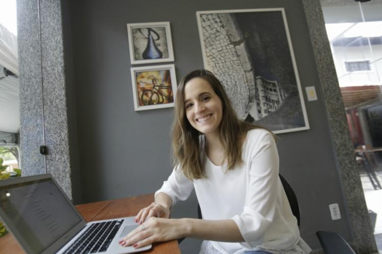 A life coach Cecília Barretto sugere investir em autoconhecimento - Foto: Margarida Neide | Ag. A TARDE | 06.09.2017
