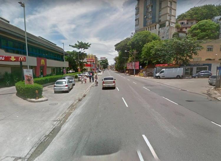 O veículo capotou em frente ao McDonald's do Rio Vermelho - Foto: Reprodução | Google Maps