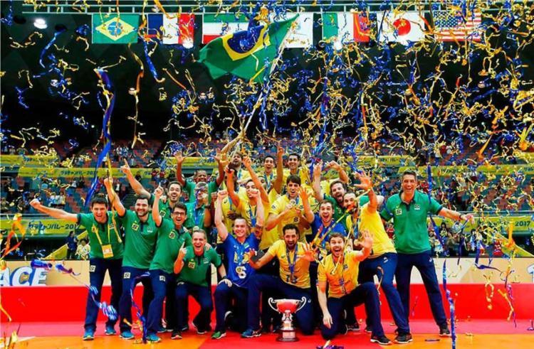 A equipe comandada pelo técnico Renan Dal Zotto venceu os japoneses pelo placar de 3 sets a 0 - Foto: Divulgação   FIVB