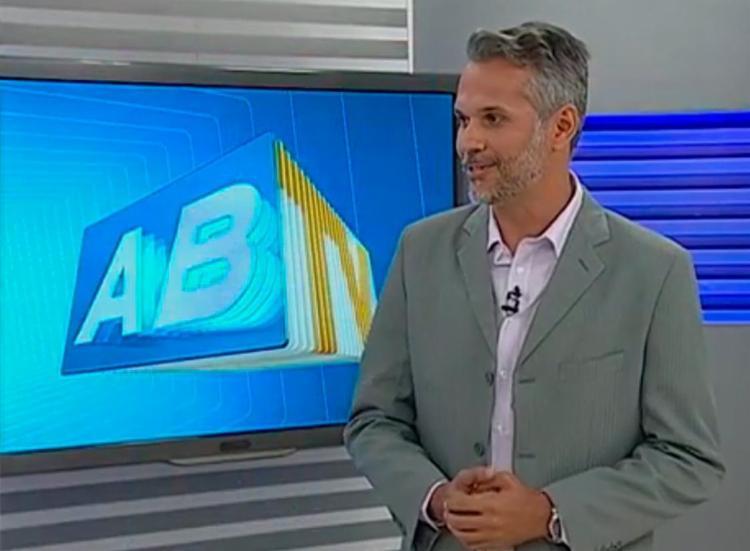 O tiro atingiu a cabeça do apresentador - Foto: Reprodução | TV Asa Branca