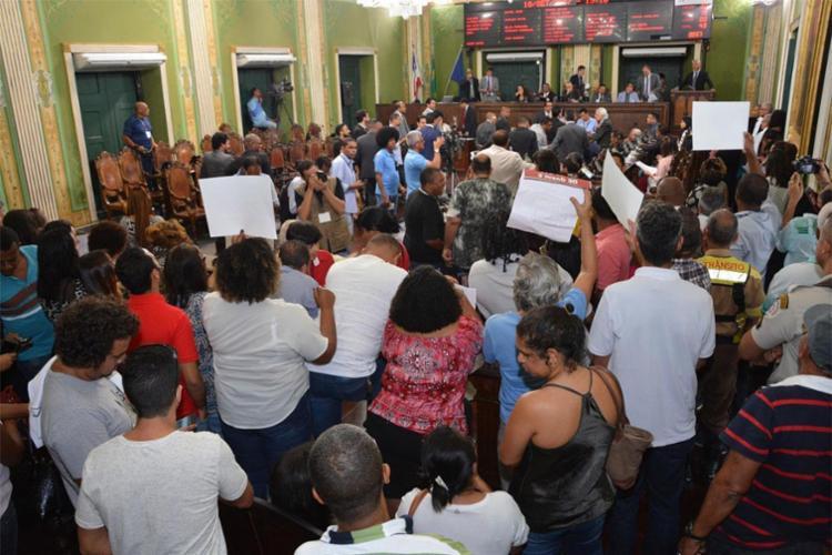 Servidores municipais protestaram durante sessão - Foto: Antônio Queirós   Divulgação   Câmara