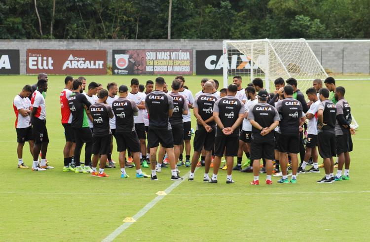 Mancini se reuniu com o elenco antes do treino - Foto: Maurícia da Matta   EC Vitória