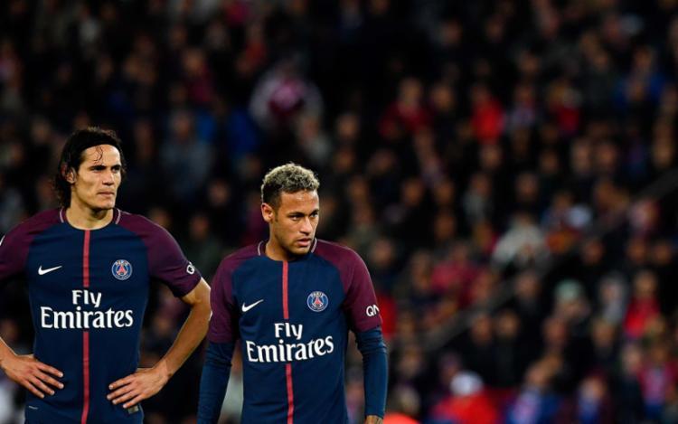 Desentendimento entre Neymar e Cavani iniciou nos primeiros minutos do brasileiro em campo - Foto: Franck Fife | AFP