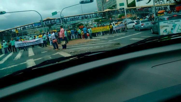 Categoria bloqueou vias na região do Shopping da Bahia - Foto: Joyce de Sousa | Ag. A TARDE