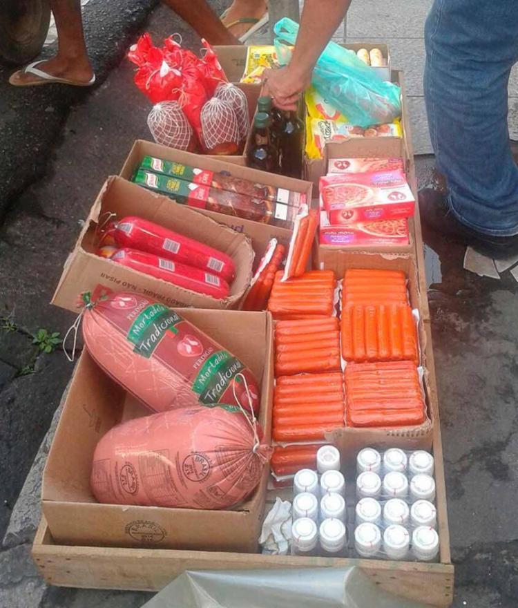 As mercadorias estavam sendo vendidas por seis ambulantes - Foto: Divulgação | prefeitura de Salvador