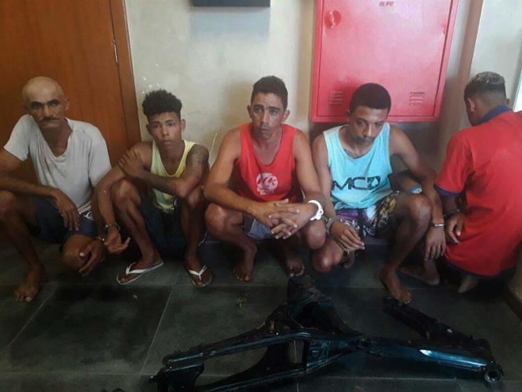 Os suspeitos foram conduzidos ao Plantão Central de Delegacias - Foto: Divulgação | SSP