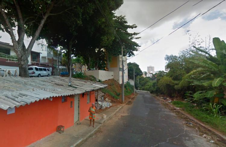 A árvore caiu na rua Professor João Andréa, em Vila Laura - Foto: Reprodução | Google Maps