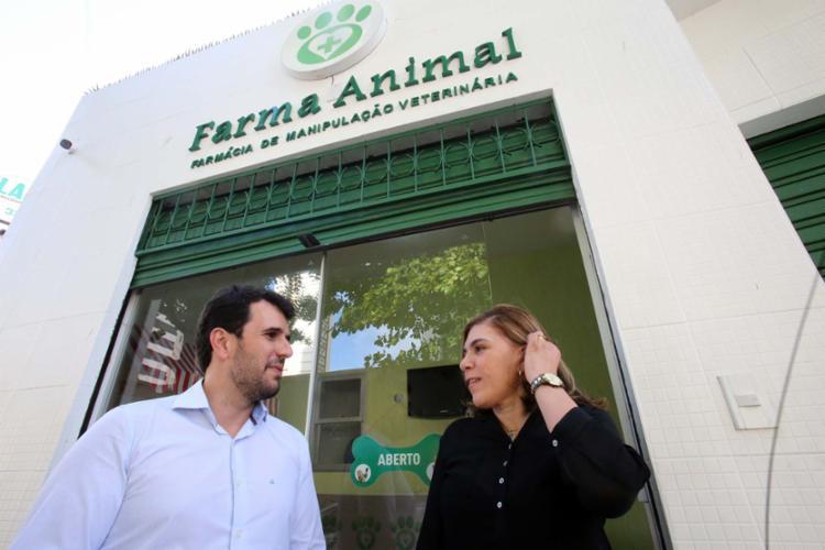 Genésio e Nívea pagaram 6 meses de aluguel antes de poder abrir a Farma Animal - Foto: Margarida Neide | Ag. A TARDE
