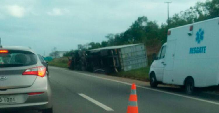 O acidente aconteceu no km 13 da BA-535, sentido Salvador - Foto: Cidadão Repórter | Via WhatsApp