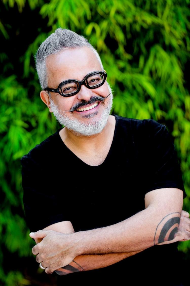 """O premiado estilista mineiro Ronaldo Fraga define-se como um """"otimista só de raiva"""" - Foto: Canavarro/ Divulgação"""