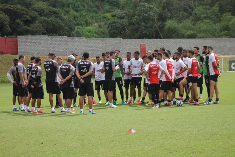 Elenco se reuniu com Mancini, que ouviu os jogadores - Foto: Maurícia da Matta | EC Vitória