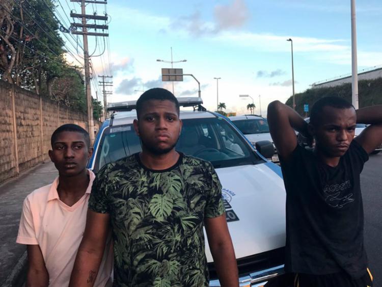 O trio foi preso na avenida São Rafael após perseguição - Foto: Divulgação   SSP-BA