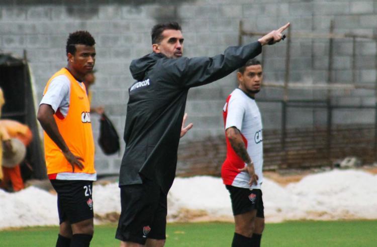 Nos acréscimos, Vitória vira contra o Botafogo e respira na Série A