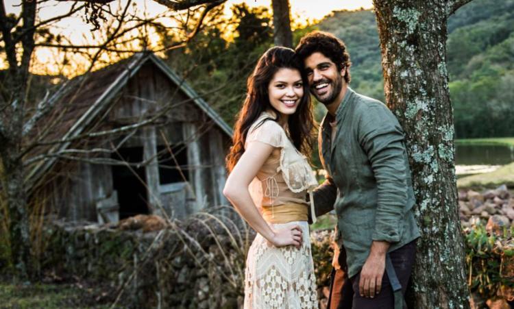 Os atores Vitória Strada e Bruno Cabrerizo vão dar vida aos personagens principais - Foto: João Miguel Júnior | TV Globo | Divulgação