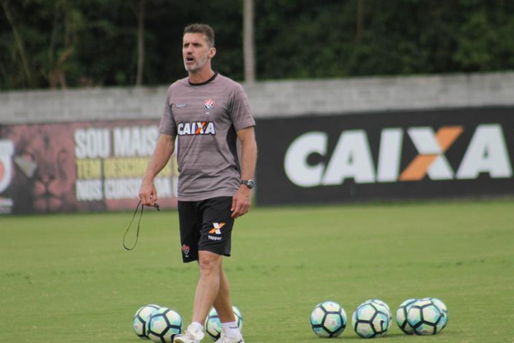 Mancini treinou a equipe para surpreender o Botafogo no Rio de Janeiro - Foto: Maurícia da Matta | EC Vitória