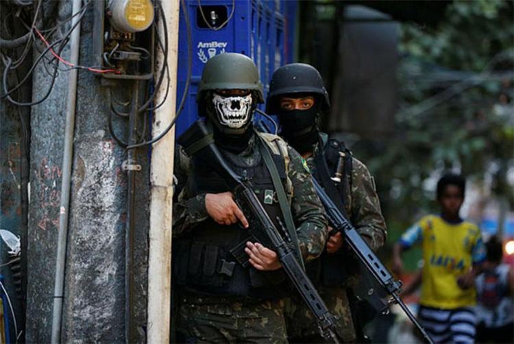 Militares estenderam o cerco para outras quatro favelas - Foto: Fernando Frazão | Agência Brasil