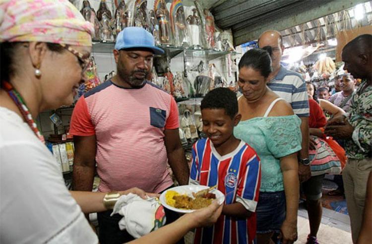 Entrega de caruru é tradição na feira da Sete Portas - Foto: Margarida Neide | Ag. A TARDE
