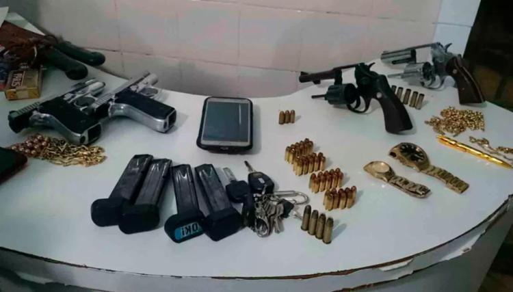 Armas e munições foram apreendidas com outros ciganos - Foto: Ivonaldo Paiva | Blog do braga