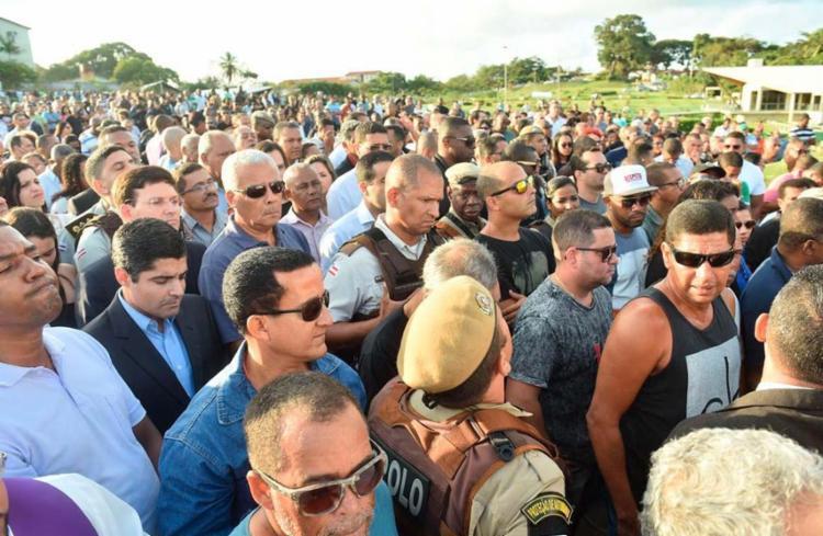 Neto compareceu à cerimônia junto com amigos e familiares do policial - Foto: Divulgação | Prefeitura de Salvador