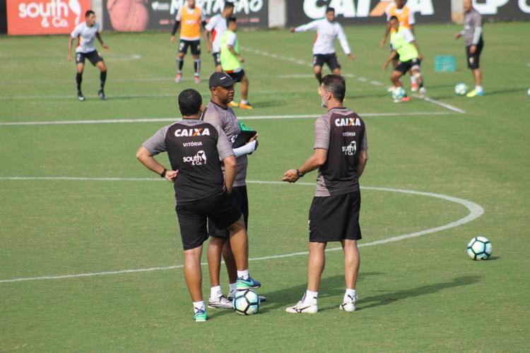 Técnico ainda não definiu a equipe que enfrentará o time carioca - Foto: Maurícia da Matta | Ec Vitória
