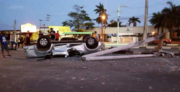 Carro ficou completamente destruído no acidente - Foto: Cidadão Repórter | Via WhatsApp