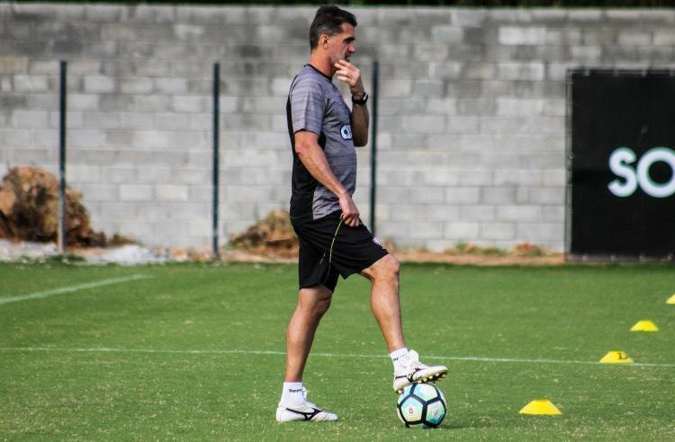 Vagner Mancini realizou experiências para não deixar o time previsível - Foto: Maurícia da Matta | EC Vitória | Divulgação