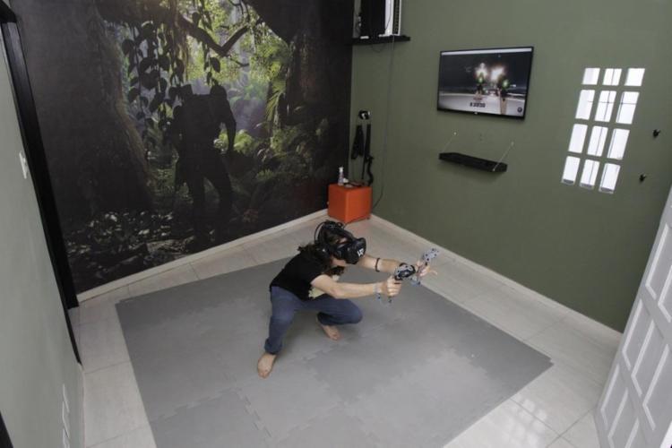 A VR7, no Canela, oferece cerca de 200 jogos e experiências imersivas - Foto: Mila Cordeiro   Ag. A TARDE