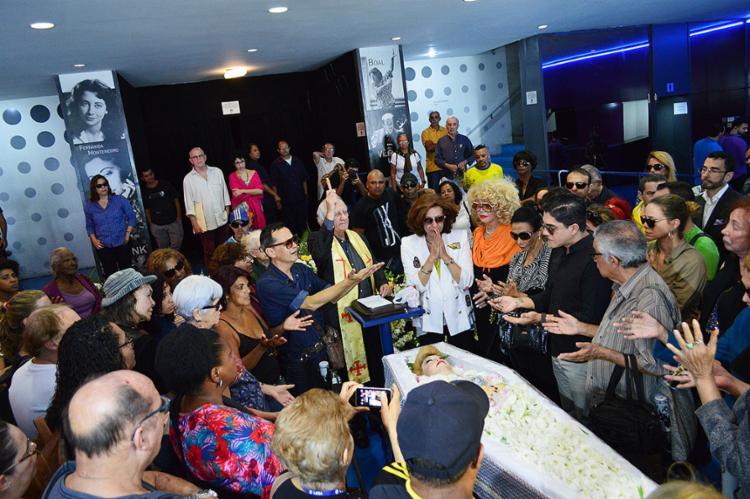Corpo da atriz foi velado no Teatro João Caetano, no centro do Rio - Foto: Paulo Carneiro l Agência O Dia l Estadão Conteúdo