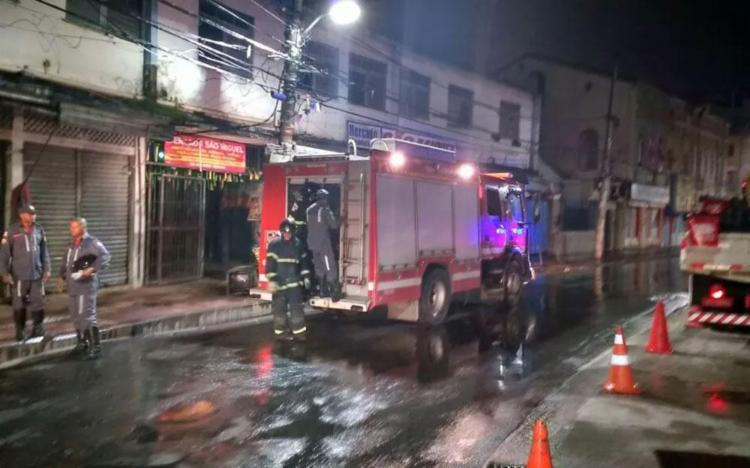Fogo atingiu loja em mercado na Baixa dos Sapateiros - Foto: Divulgação | Corpo de Bombeiros