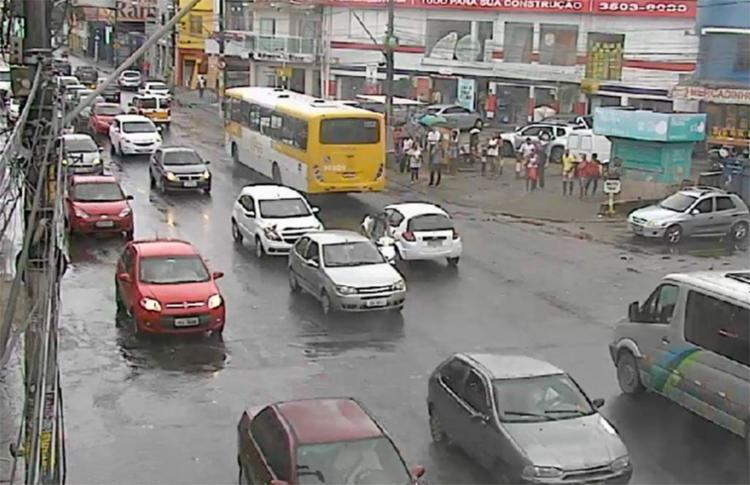 O tráfego na avenida San Martin, sentido Retiro, está intenso na manhã desta terça - Foto: Divulgação | Transalvador