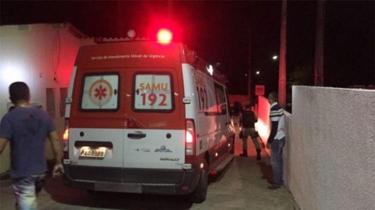 Mulher foi levada para Hospital Menandro de Farias - Foto: Cidadão Repórter | Via WhatsApp