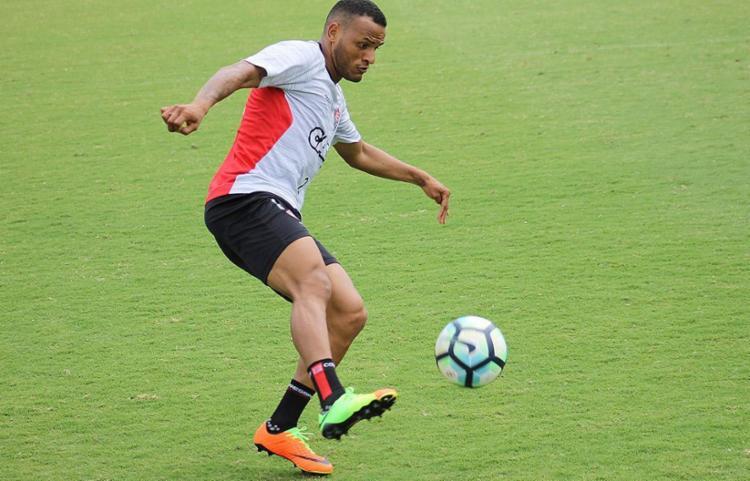Patric deve substituir Yago no meio campo diante do Fluminense - Foto: Maurícia da Matta l EC Vitória