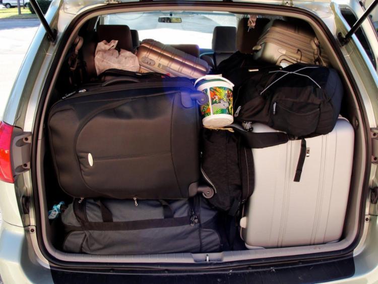 Especialistas alertam sobre transportar bagagens extras no interior do carro - Foto: Divulgação