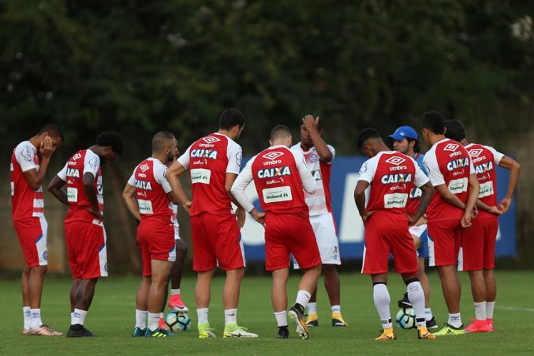 Antes da atividade, o treinador orientou os jogadores - Foto: Felipe Oliveira   EC Bahia