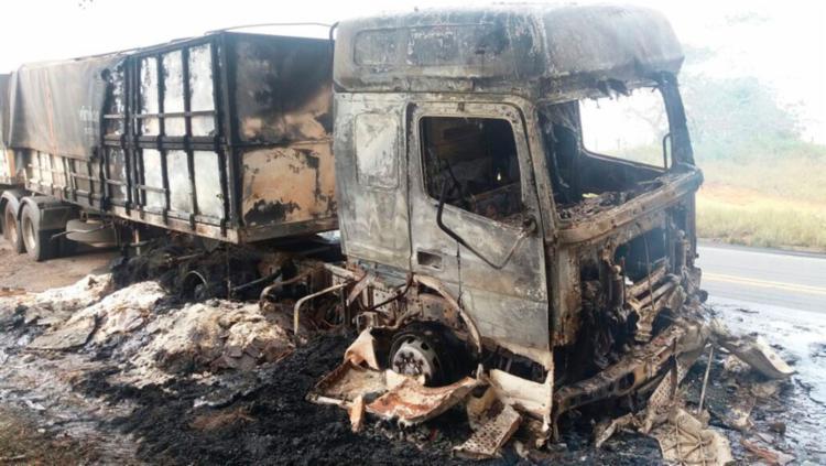 Veículo ficou parcialmente destruído - Foto: Divulgação | PRF