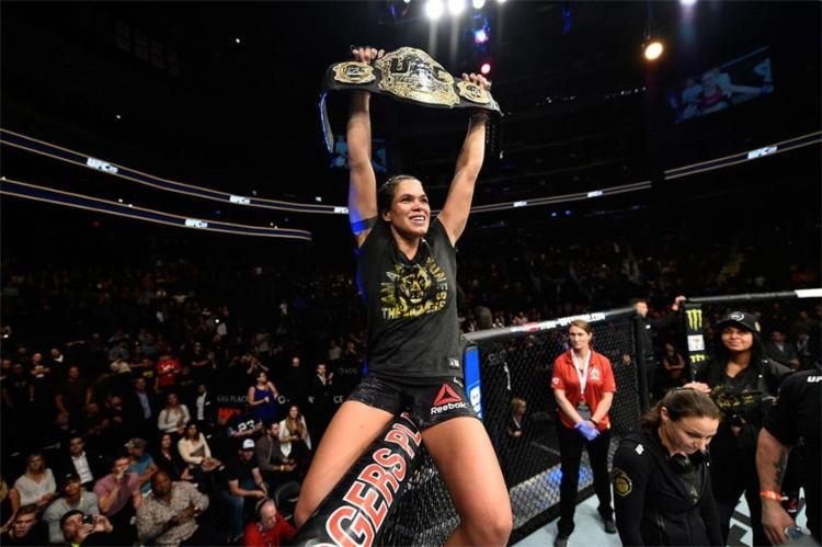 'Leoa' fará a defesa do cinturão do peso-galo feminino (até 61kg) - Foto: Reprodução l UFC
