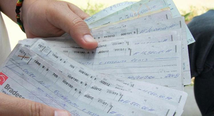 Mudanças em relação ao cheque especial também vão ocorrer, mas a partir de 1º de julho - Foto: Joá Souza   Ag. A TARDE