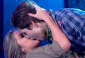 Internautas comentam beijo entre dupla do